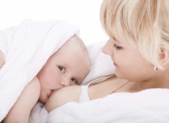 Bébé au sein